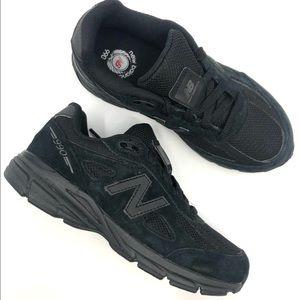 New Balance Boys 900V4 Triple Black Sneakers